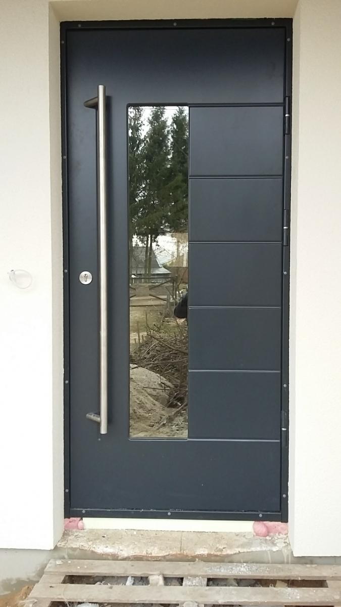 sarvuotos metalines durys