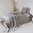 Lininė patalynė, užuolaidos, prabangūs lovos užtiesalai, dekoratyviniai pagalvių užvalkalai