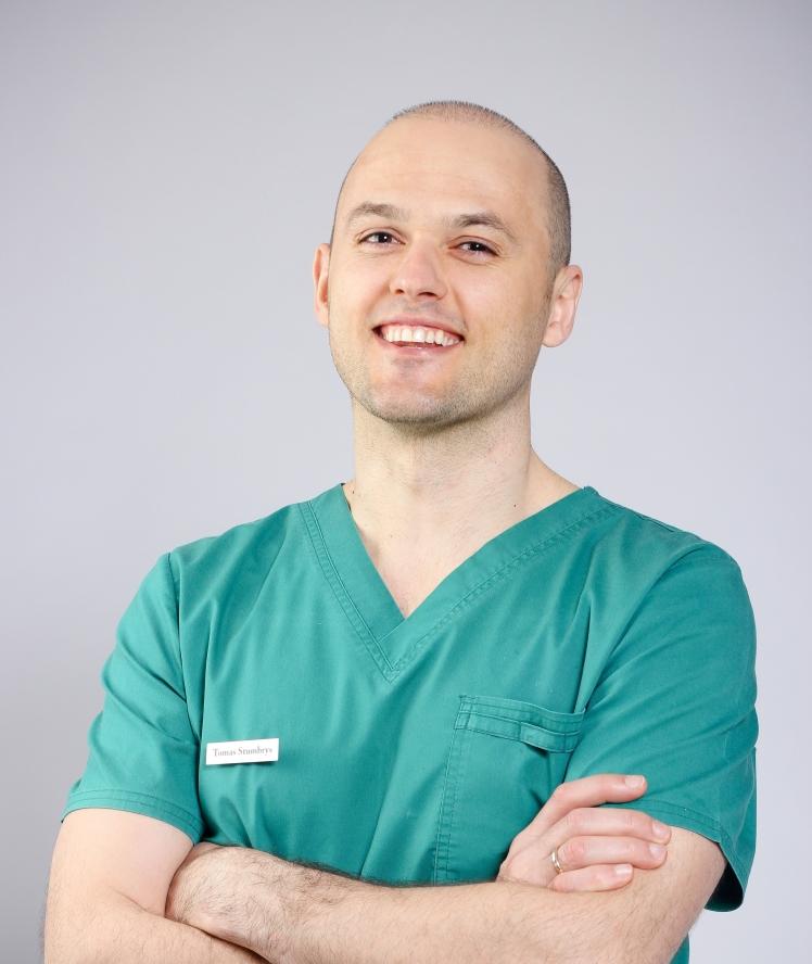 Dantų implantacija ir estetinis protezavimas – stulbinanti šypsena per vieną dieną