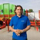 renaldas pelanis traktoriais žemės
