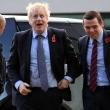 Iš JK vyriausybės atsistatydino pirmasis ministras, protestuodamas dėl premjero patarėjo išvykos per karantiną