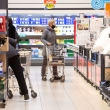 """Mažesnės parduotuvės imasi reguliuoti srautus, """"Lidl"""" reikalaus galimybių paso"""