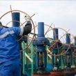 Naftą išgaunančios šalys nesugebėjo sustabdyti jos kainos