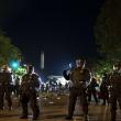 """Protestams JAV tęsiantis, prezidentas ragina vietos valdžią """"elgtis kiečiau"""""""